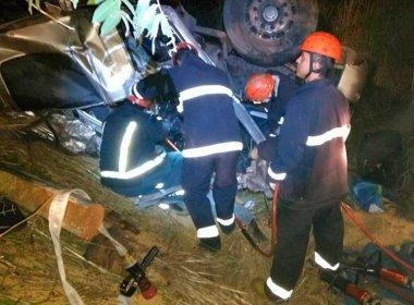 Muquém do São Francisco: Homem morre e 4 ficam feridos em acidente com 4 carretas
