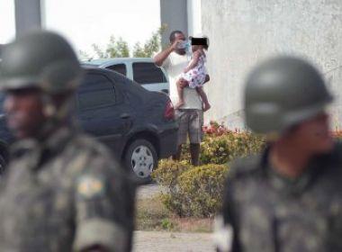 Presidente do Cedeca tenta convencer grevistas a retirar crianças da Assembleia
