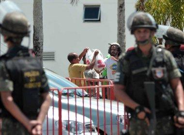 Crianças sentem fome e Exército libera entrada de mantimentos na Assembleia