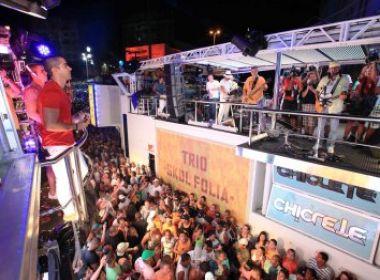 Emoção marca encontro de trios na Praça Castro Alves
