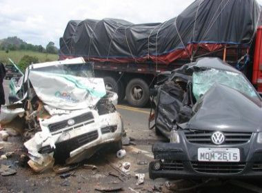 Presidente Tancredo Neves: Duas pessoas morrem em acidente na BR-101