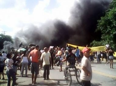 Pojuca: Protesto contra diplomação de prefeita interdita pista