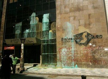 MPL pinta fachada do Setps e 'queima' ACM Neto