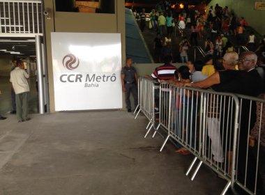 População aguarda primeira viagem no metrô de Salvador