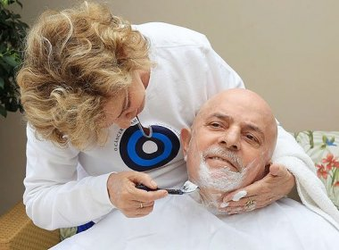 Resultado de imagem para Lula com câncer