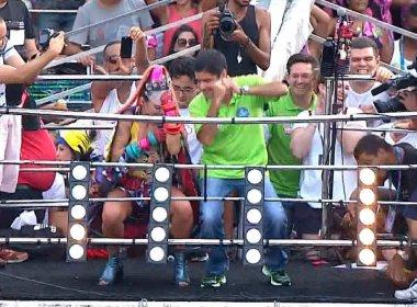 ACM Neto 'quebra até o chão' com Alinne Rosa no Campo Grande; Veja vídeo