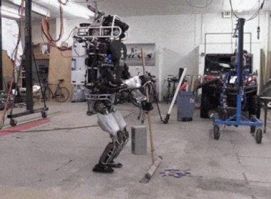 Robô é programado para executar tarefas domésticas