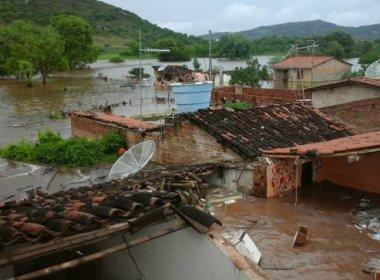 Chuva causa alagamentos em ruas de Picos e Senhor do Bonfim