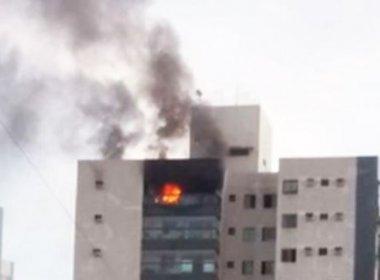 Na tentativa de matar barata, menina de 13 anos coloca fogo em apartamento