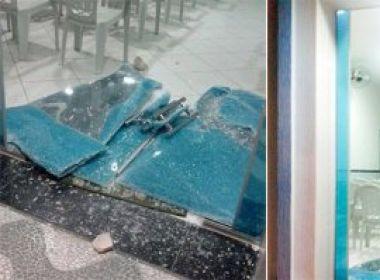No RN, homem quebra porta de igreja a pedradas: 'raiva de Deus'
