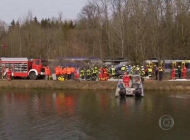 Choque frontal entre trens mata ao menos oito pessoas na Alemanha