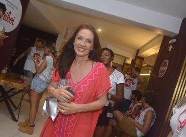 Flora Gil revela projeto com Amora Mautner e Manuela Dias para montagem da Ilíada