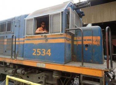 Trem descarrilha em Urandi e maquinista morre carbonizado