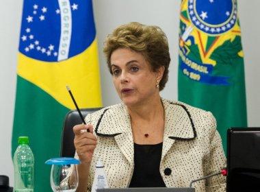 DILMA SE REÚNE EM BRASILIA COM GRUPO POLÍTICO