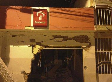 Quadrilha explode caixas e cofre de agência do Bradesco em Jussara