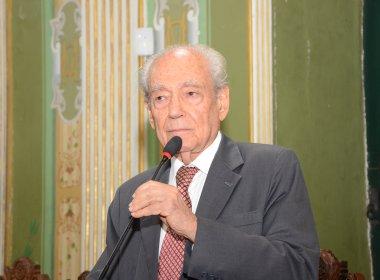 Emiliano José escreve biografia do ex-governador Waldir Pires