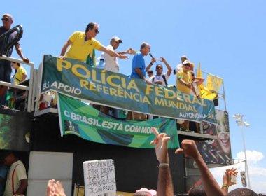 Deputado José Carlos Aleluia é vaiado durante discurso em protesto na Barra