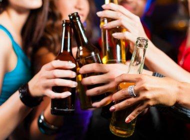 Crianças cujas mães bebem são 80% mais propensas a experimentar álcool precocemente
