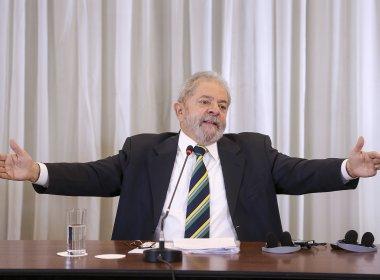 Lula lamenta saída do PMDB da base e diz que Moro foi 'picado pela mosca azul'
