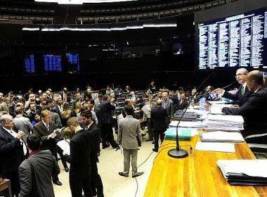 Contra 'espetacularização', deputados rejeitam votação do impeachment no domingo