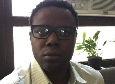 Érico Brás é retirado de avião em Salvador: 'tratamento típico de racismo'