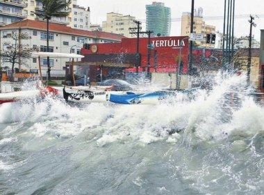 Aumento da maré: Tamar atrapalha vida de turistas e moradores em Praia do Forte
