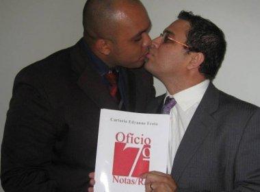 Casal de pastores gays é o primeiro do Rio a registrar a união estável em cartório