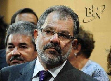 Nilo ameaça demitir funcionários da AL-BA que vaiarem deputados