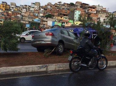 Acidente envolvendo quatro carros deixa um ferido na Avenida Luís Eduardo Magalhães