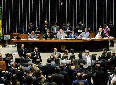 Após 16 horas de sessão, Congresso aprova revisão da meta fiscal do governo