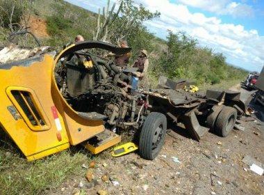 Quadrilha explode carro-forte na BR-116, entre Araci e Tucano