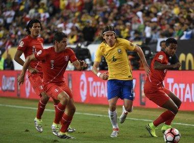 Brasil sofre gol controverso, perde para o Peru e está fora da Copa América