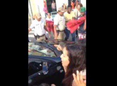 Geddel é expulso da prefeitura de Salvador sob gritos de 'golpista'; veja vídeo