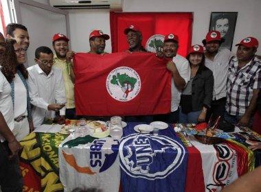 Em Salvador, ator Danny Glover disse que povo brasileiro precisa derrotar 'golpe'