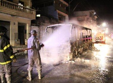 Polícia prende dois suspeitos de atear fogo em ônibus no bairro do Pero Vaz