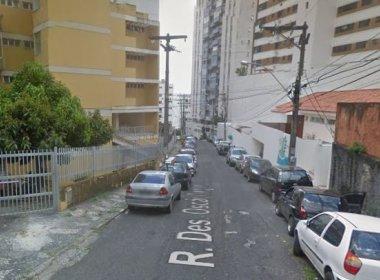 Mulher é encontrada morta e outra ferida em apartamento na Graça; DHPP investiga o caso