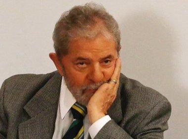 Desânimo do ex-presidente Lula preocupa amigos, diz coluna