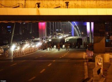 Tentativa de golpe na Turquia causa 194 mortes e mais de 1.500 militares detidos