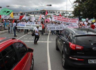 Professores das universidades estaduais fazem protesto em Salvador nesta quarta