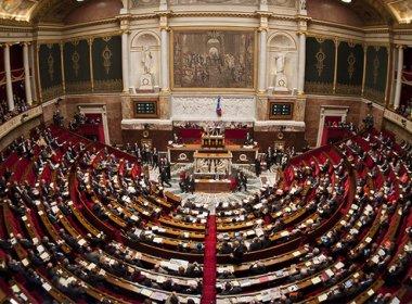 Governo francês prorroga pela segunda vez estado de emergência