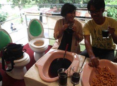 Restaurante serve refeições em 'vasos sanitários' para educar clientes