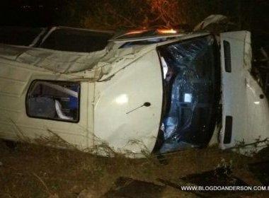 Rei da Cacimbinha: Banda sofre acidente na BR-116; van colidiu contra cavalo
