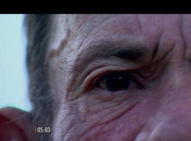 Autista e com Alzheimer, idoso surdo não ouve delegada e é preso por desacato