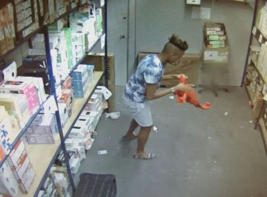 Adolescente é apreendido ao tentar roubar 84 celulares de uma loja na Av. Sete de Setembro