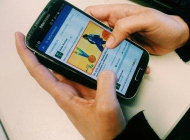 Jovens acessam mais notícias por causa de redes sociais, afirma estudo