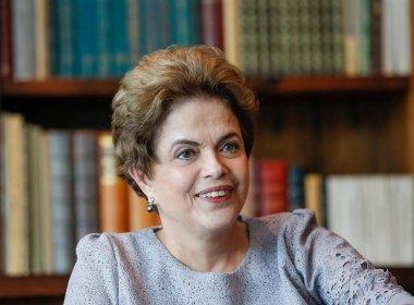 Dilma pretende viajar por oito meses para fora do Brasil se impeachment for aprovado