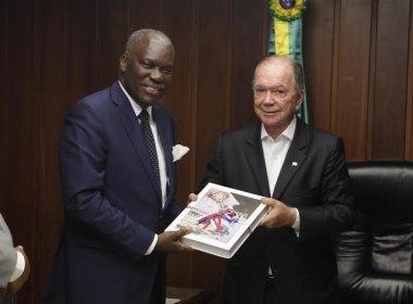 Embaixador da Angola discute criação de voo entre Luanda e Salvador