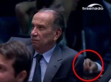 TV registra parlamentar com pó branco em pacote durante julgamento do impeachment