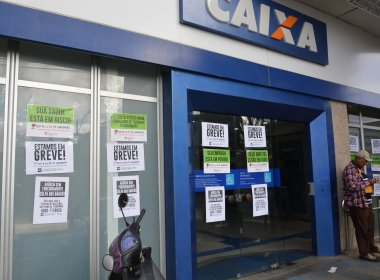 Bancários entram em greve nacional por tempo indeterminado nesta terça