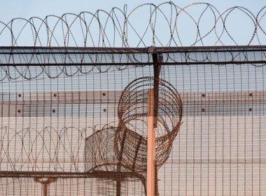 Reino Unido vai começar este mês construção de muro para barrar imigrantes ilegais
